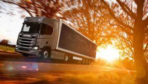 Scania prepara el desarrollo de camiones con placas solares