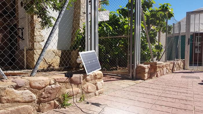 Cargar teléfono con una placa solar